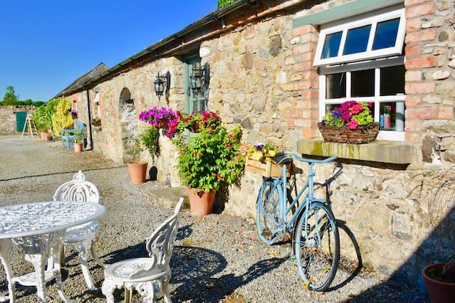 courtyard-cottage